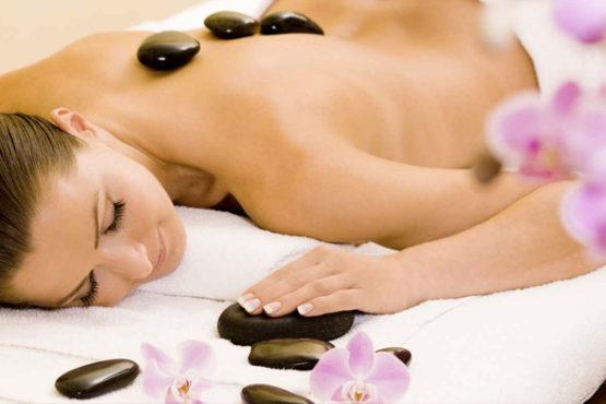 massaggio-con-pietre
